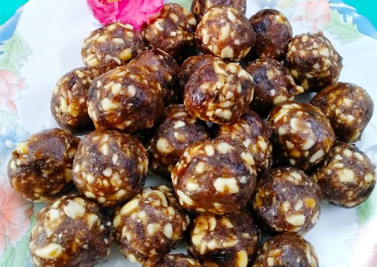 peanuts and dates energy spheres